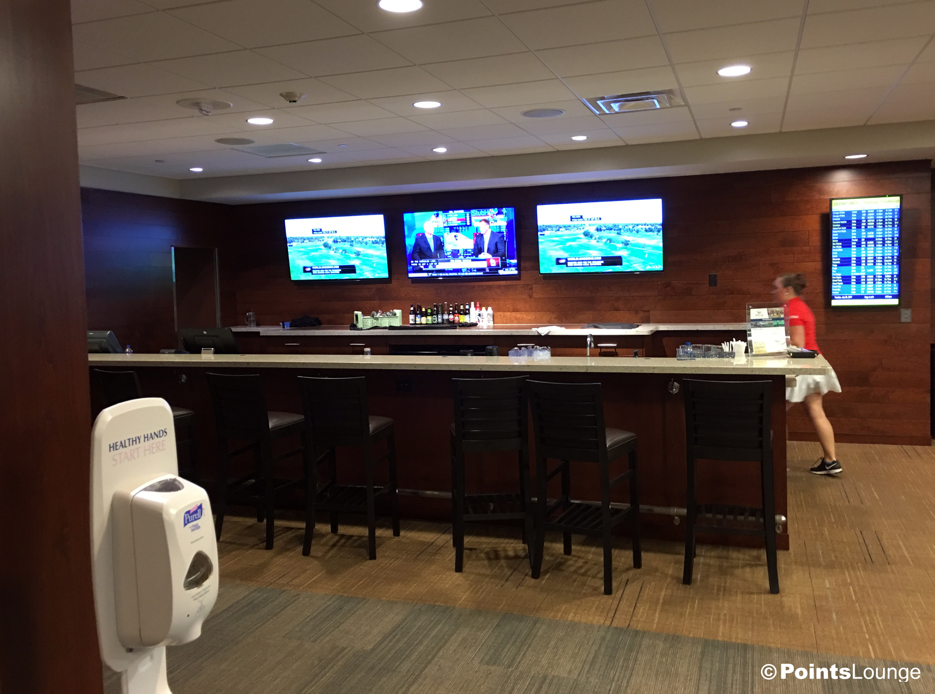 A view of the bar inside the PGA MSP golf-themed airport lounge at the Minneapolis-St. Paul International Airport. One of the ways the lounge can be accessed is with Priority Pass membership. (Click for a larger image.)